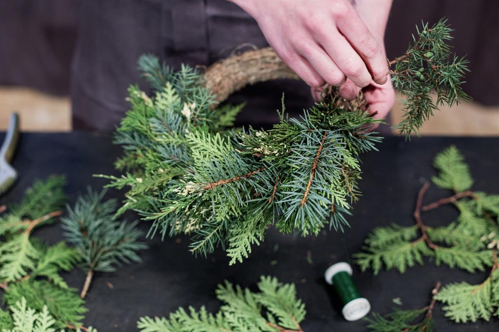 рождественский венок из хвои своими руками